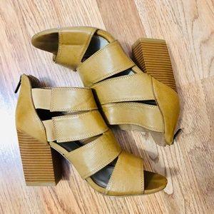 Size 8 Sandals, camel color